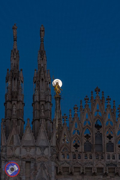 Full moon over the Milan Duomo